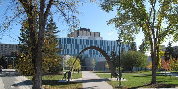 2020 International President's Admission Scholarship At University of Calgary - Canada.
