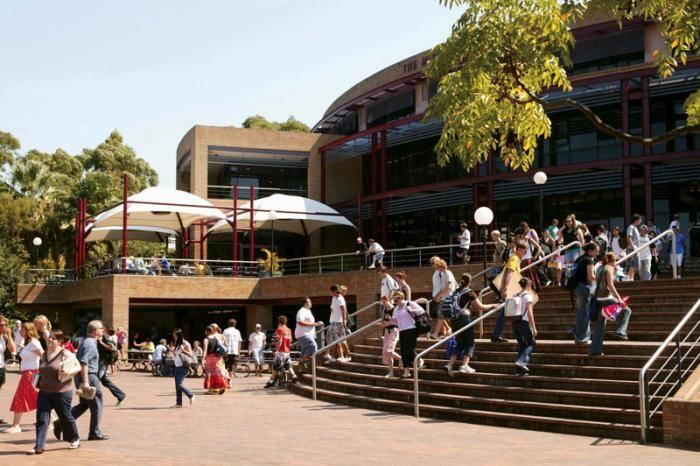 2018 College Scholarships At University of Wollongong, Australia