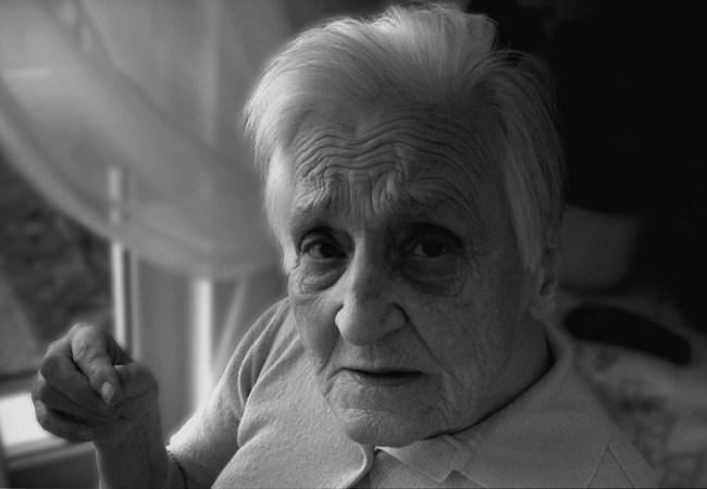 geralt shared under Pixabay https://pixabay.com/en/dependent-dementia-woman-old-age-63611/