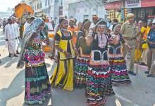 Pushkar camel fair Artist with makeup _1