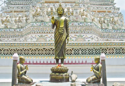 Wat arun temple compound statues