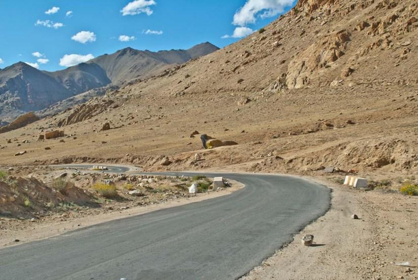Road near Leh on the way to Khardungla pass