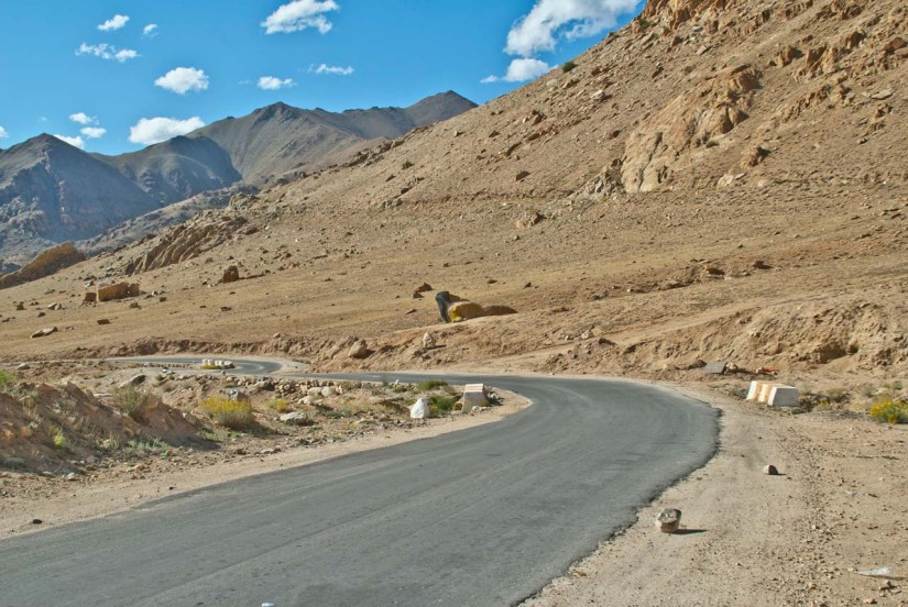 Road near Leh on the way to Khardungla pass