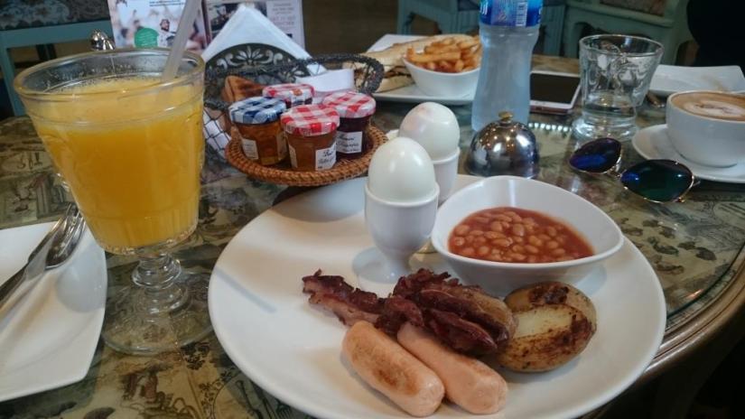Breakfast at shakespeare