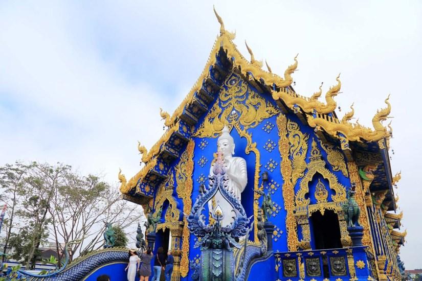 Wat Rong Suea Ten in Chiang Rai