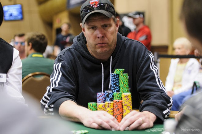 How to Amass a Big Stack Early in a Poker Tournament