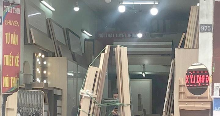 cửa hàng nội thất Tuyết Thơm 975 Đê La Thành