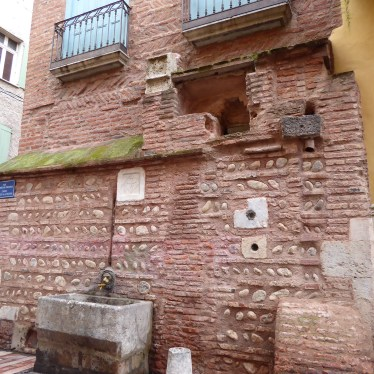 Perpignan, détail maison d'architerture antique (briques, galets, granite et marbre)
