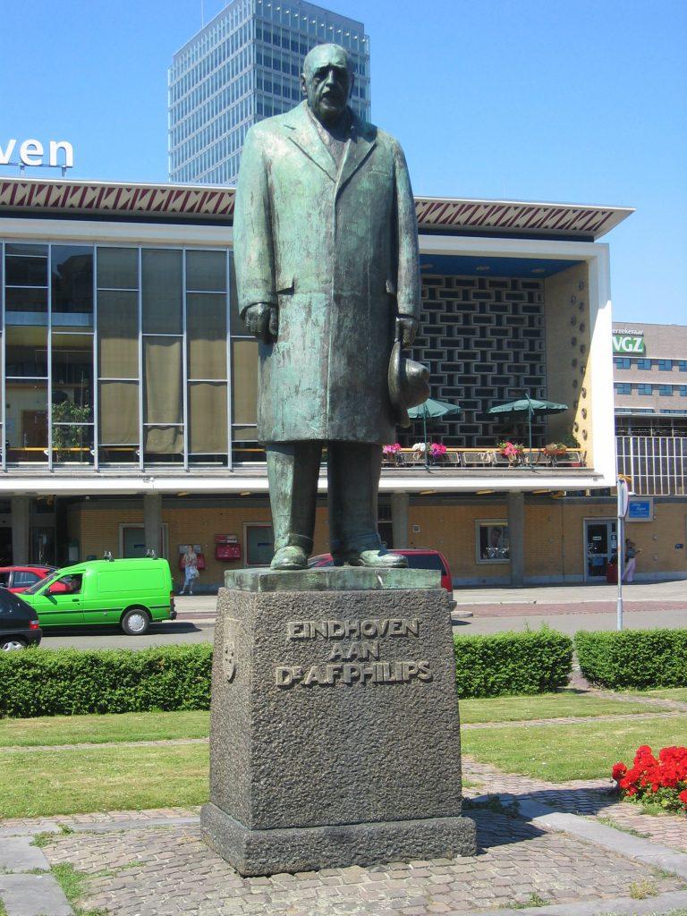 Standbeeld van Anton Frederick Philips