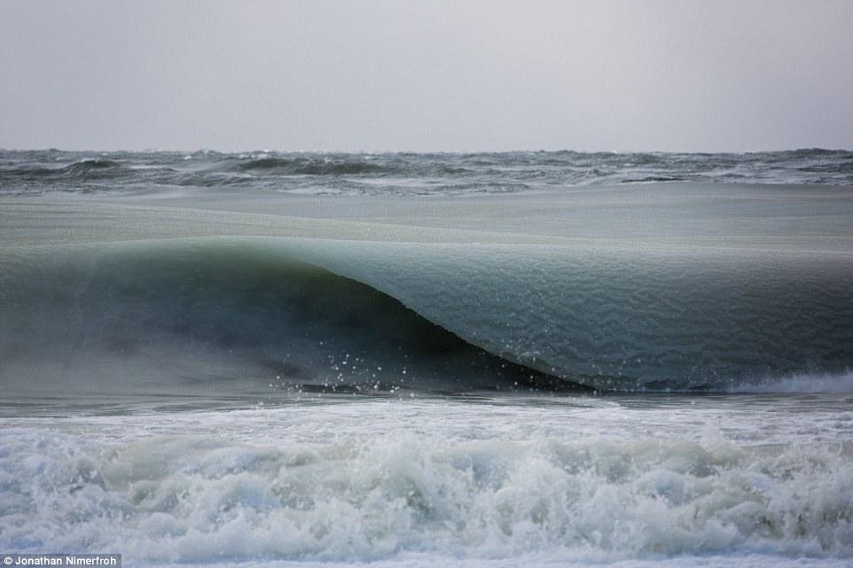 Замерзшие волны для серфинга