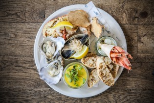 the-white-horse-brancaster-staithe-seafood-platter-to-share