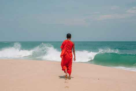 monk mindfully walking along the beach, mindful walks are helpful to experience the power of silence, maun vrat, vow of silence