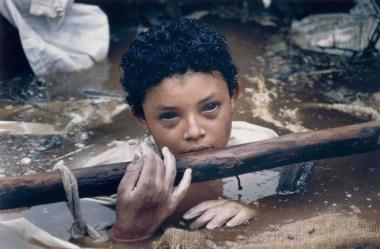 Omayra Sánchez: Een dapper Colombiaans meisje gevangen in de vulkanische modderstroom van de Armero-tragedie 6