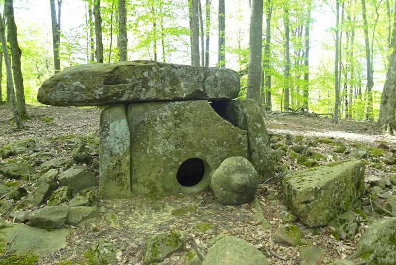 Ένα σπάνιο dolmen, ο φελλός του οποίου έχει διατηρηθεί