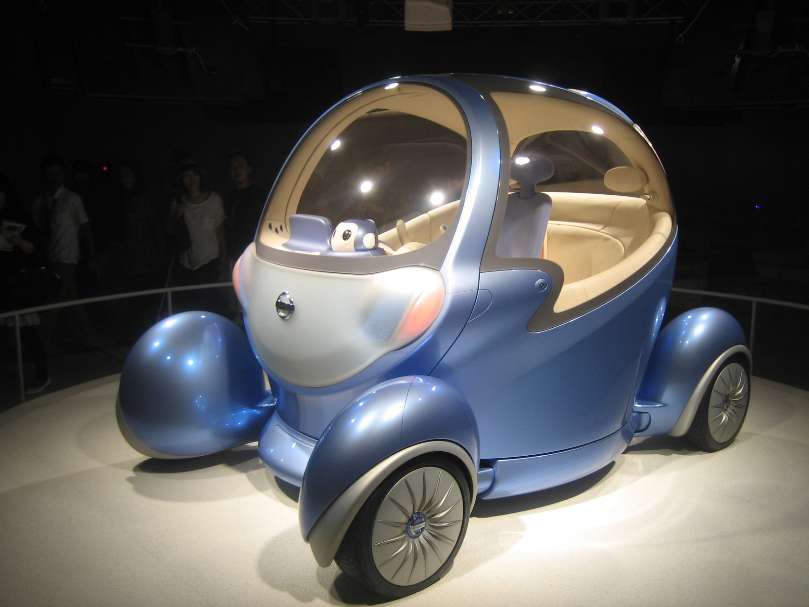 the all new Nissan Pivo2, whose passenger area can pivot 180 degrees, but not while driving