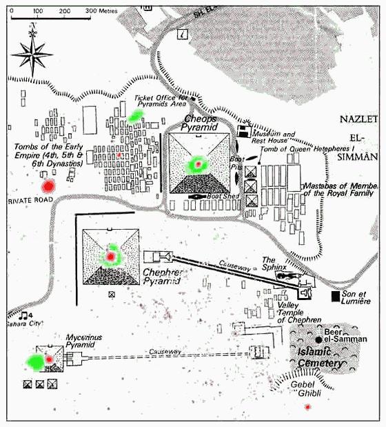 En verde, la constelación de Orión superpuesta sobre las pirámides de Guiza. En rojo, la constelación de Cygnus, donde la alineación es más precisa.
