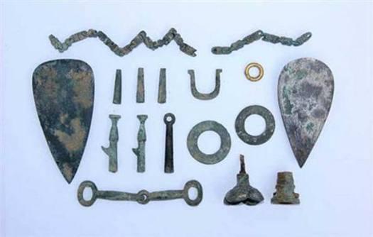 Algunas de las reliquias encontradas.