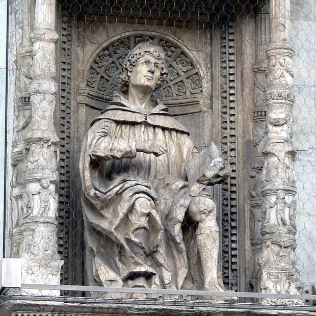 Estatua de Plinio el Joven. Tomaso y Jacobo Rodari. Santa María la Mayor.