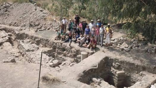 Grupo de arqueólogos. Crédito: Zachary Wong.