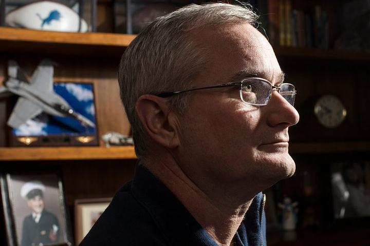 David Fravor (foto) es un ex piloto de la armada que dice haber «flipado» al tener un encuentro cercano con lo desconocido sobre el Pacífico.