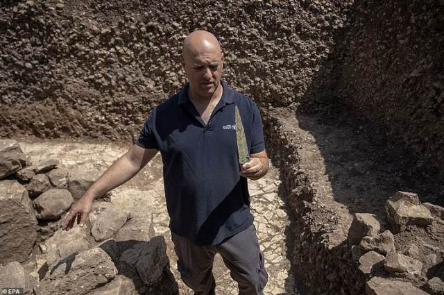 Jacob Vardi 9000 years old town in Jerusalem