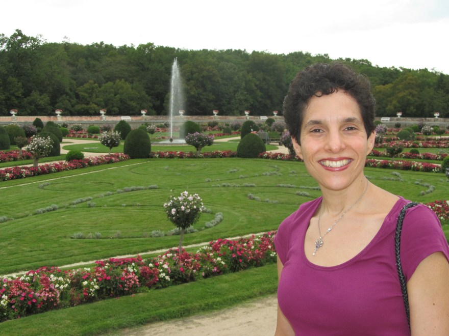 Daniella Bernett Author Photo
