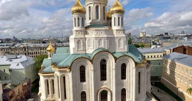 Signs – Gigantic New Church Opens in Moscow