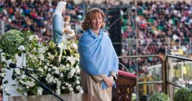 Medjugorje: Marija sees face of ailing woman next to the Blessed Mother in vision. Woman then miraculously healed.
