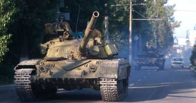 Sensational Claim : Ukranian President Sounds WW III Alarm: Russian tanks 'just 11 MILES from border amid fears of imminent INVASION'