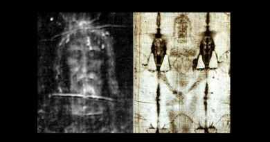 "Pope calls Shroud of Turin an ""icon of the Lord Jesus crucified, died and risen,""offfers blessing – Rare special Holy Saturday prayer service and livestreaming of Shroud 11:00 am EDT Get link here"
