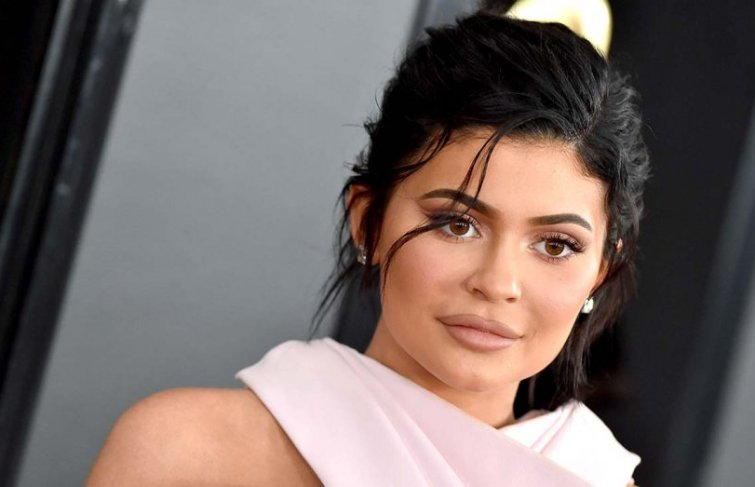 Kylie Jenner Is Sick And Will Miss Balmain Make-up Launch In Paris
