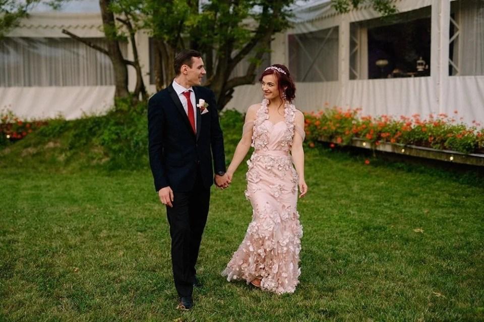 wedding dress for hourglass shape bride