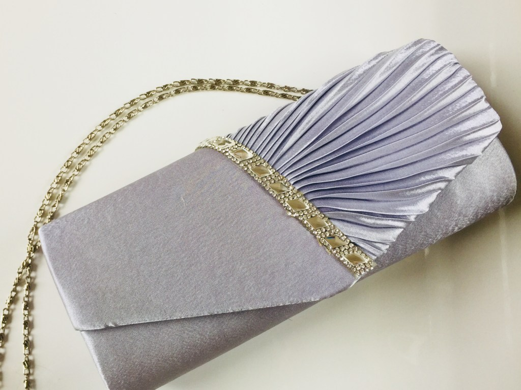 GIVEAWAY: Win A Beautiful Clutch in the Home for the Holidays Blog Hop + TONS of other Prizes!