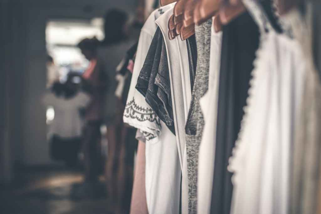 Going Minimalist: 4 Simple Tips to Declutter Your Closet