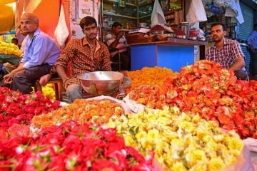 Flower Sellers, at Devaraja Market, Mysuru | Image Credit- Wikipedia Commons