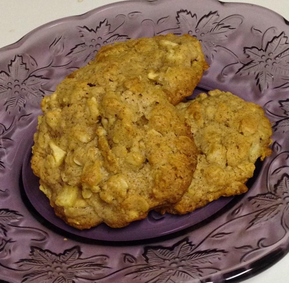 Apple Cinnamon Oatmeal Cookies (4/4)