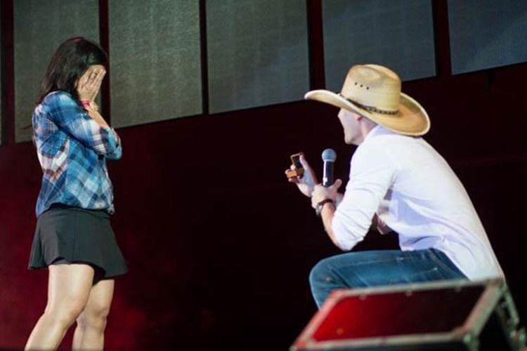 Pedido de casamento no palco – Alexandre e Elis