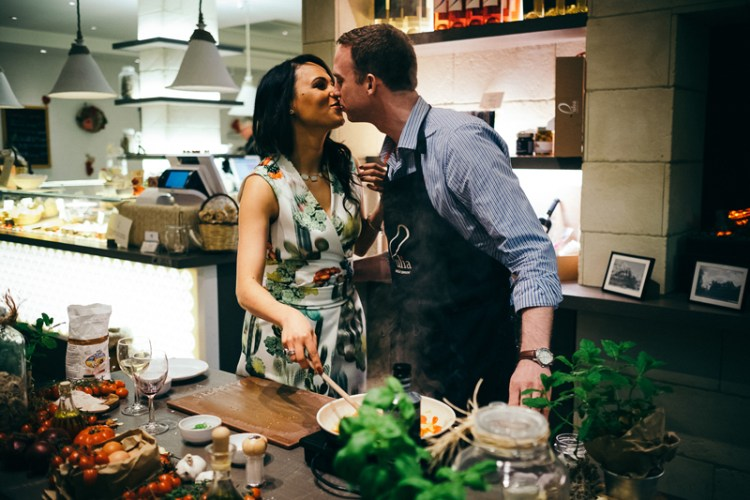 Engagement session: Cooking class for two – Fernanda and Richard