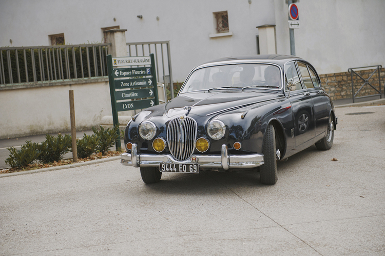 vintage get away car - jaguar - wedding blog - bride and groom - just married - my sweet engagement