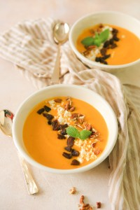 Spiced carrot soup with a vegan alternative