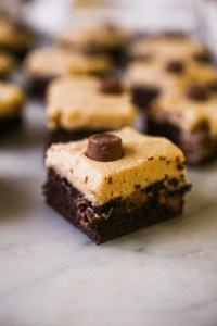 Rolo brownies for the win. These brownies are sweet, chocolatey and oh so good topped with a salted caramel buttercream frosting and mini rolos.| Indulge | Brownies | Baking with chocolate