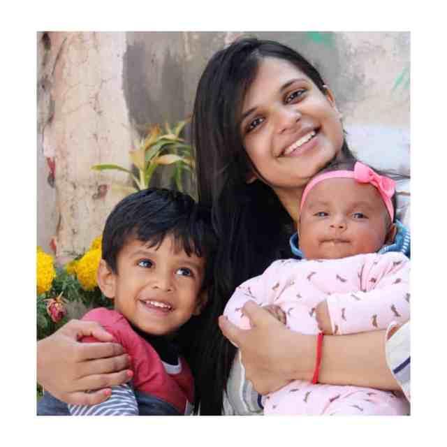 Deepali, mom bloggerand two cute pies
