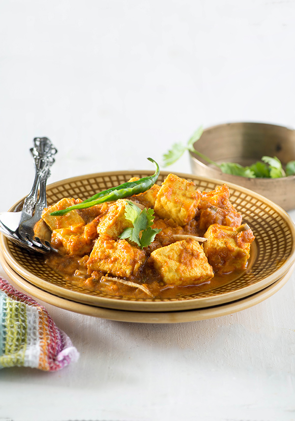 Quick Paneer Curry recipe Dhaba style, but with less Oil and in much healthier way. A quick and easy Paneer curry recipe.