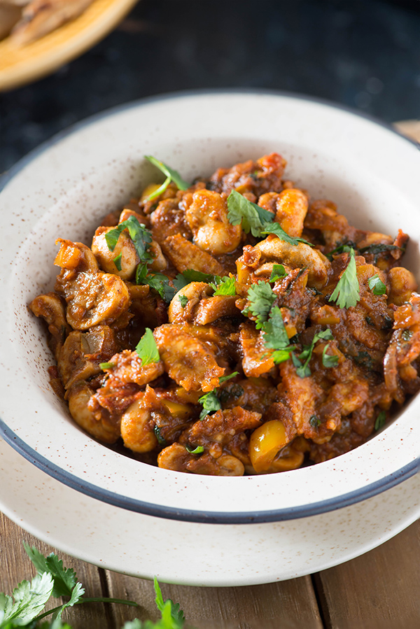 Tawa masala mushroom or Mushroom Tawa masala is spicy semi-dry curry. In this delicious mushroom curry, button mushrooms are cooked on a tawa in a spicy tomato and onion masala which is very flavourful due to the addition of aromatic masalas