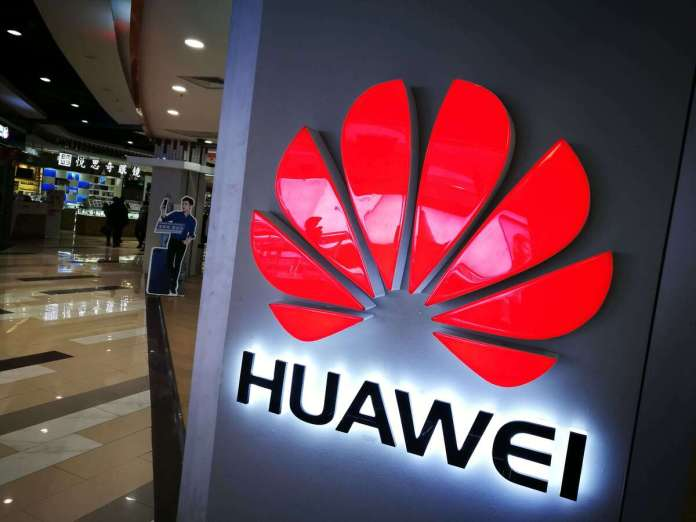New Huawei Phone Will Ship Without Facebook App Pre-Installed