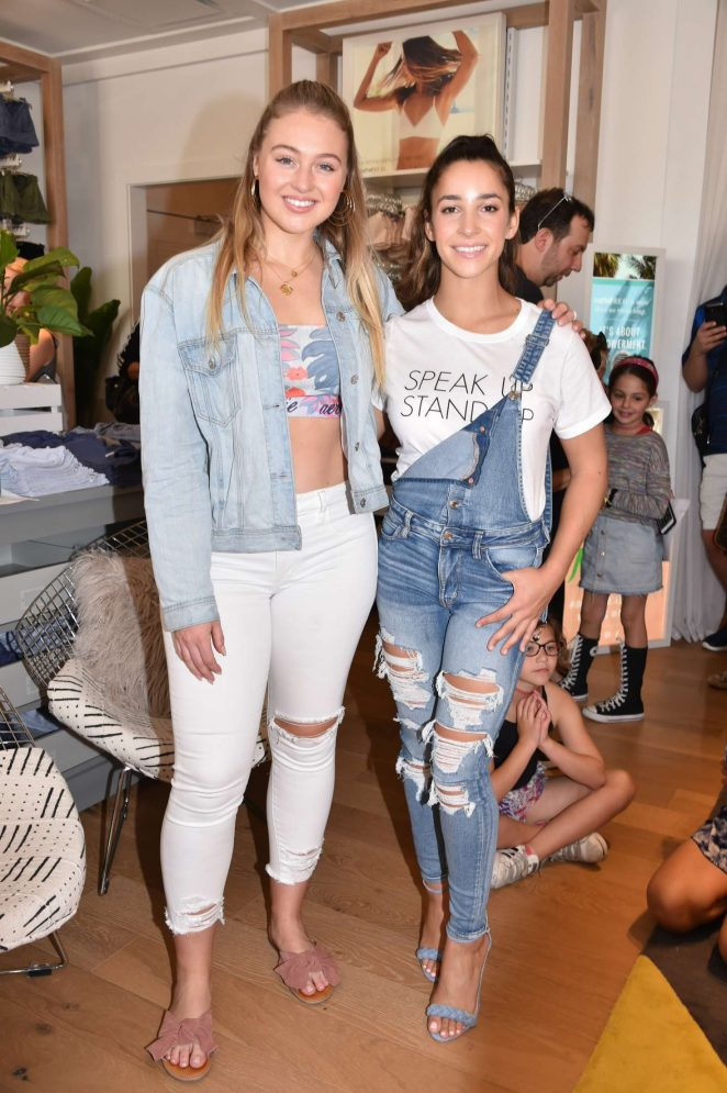 ¿Cuánto mide Aly Raisman? - Real height Iskra-Lawrence-and-Aly-Raisman-Aerie-Lincoln-Road-Flagship-Store