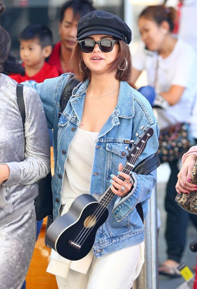 Selena Gomez – Arrives at Airport in Sydney