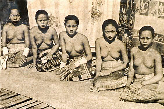 Bare Breasted Chiang Rai Women wearing only a sarong