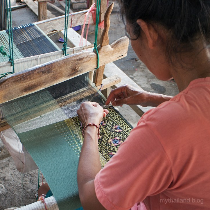 Thai weaving a teen jok