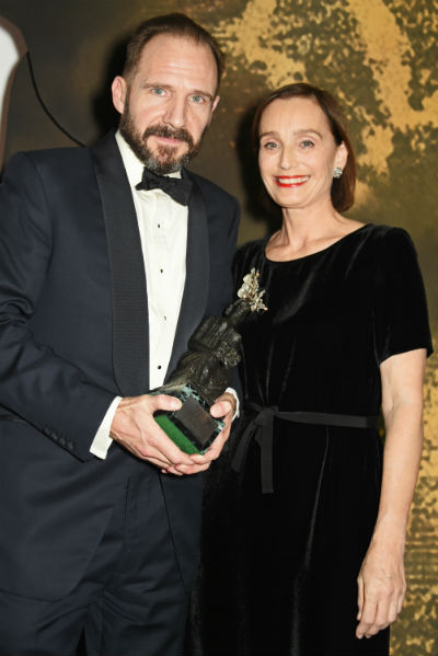 400_fiennes-thomasstatue_standard_theatre_awards_inside_ceremony100